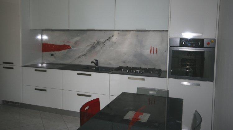 Devo per forza mettere le piastrelle in cucina colour - Resina in cucina al posto delle piastrelle ...